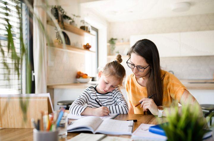 Nuovo sostegno per i lavoratori con figli a casa da scuola