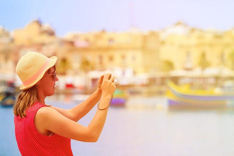 """Covid, i nuovi casi non fermano il turismo: """"Avanti con regole e controlli"""""""